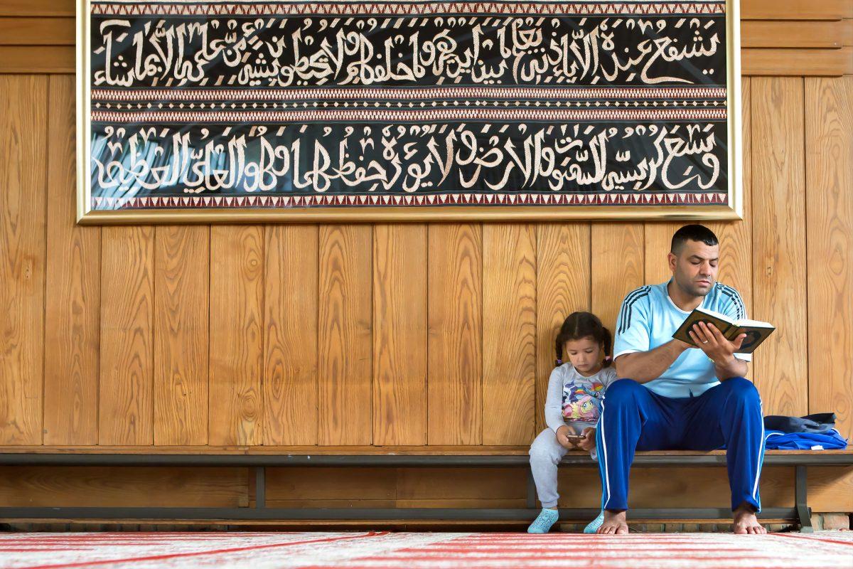 Al Hikmah moskee Moerwijk Den Haag binnen